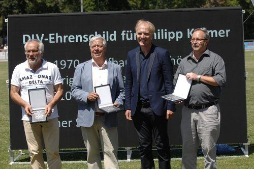 Ehrenschild des Deutschen Leichtathletik-Verbandes für Philipp Krämer und Rolf Bader