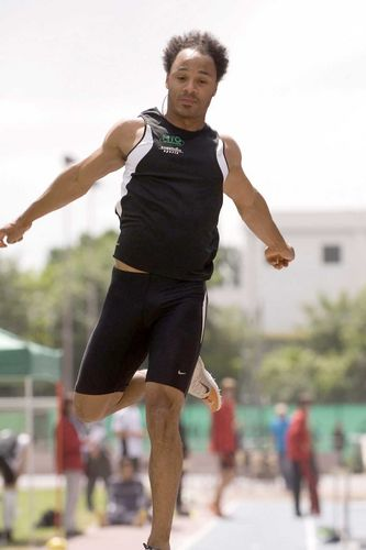 Julian Howard springt 7,88 m weit / Schnelle Johanna Kedzierski