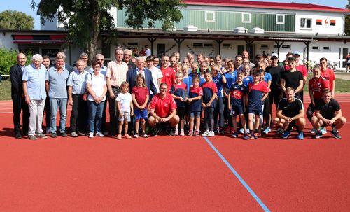Leichtathleten des Sportvereins Rohrhof feiern 50-jähriges Bestehen und neue Bahn mit Jubiläumssportfest