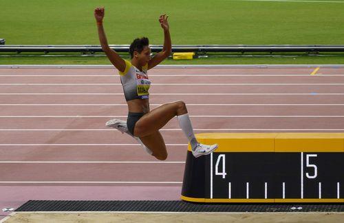 Malaika Mihambo lädt zum Training in ihre Weltmeisterbude
